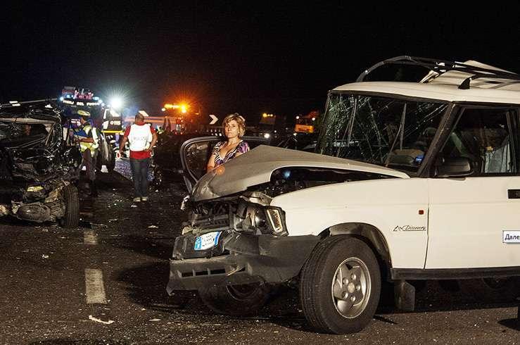 Автобус с туристами упал в пропасть в Италии. Фото 5