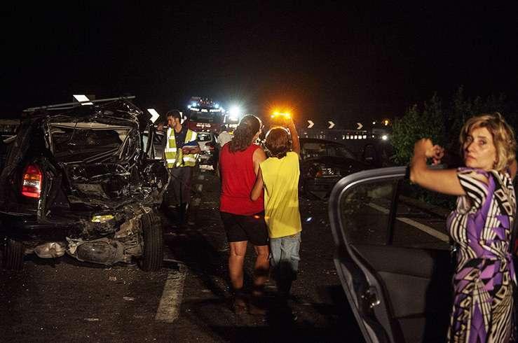 Автобус с туристами упал в пропасть в Италии. Фото 6